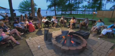 The Robertson family gathers around the campfire at Lake D'Arbonne for the season finale.
